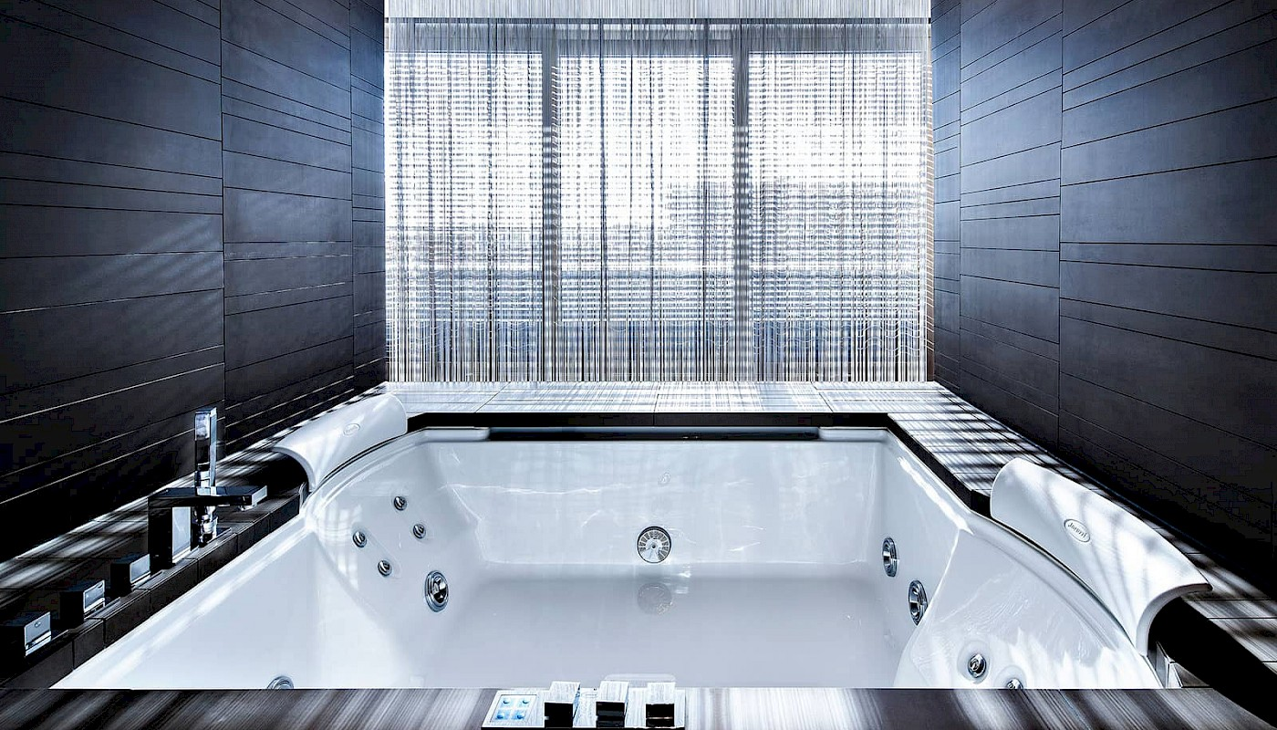 Relax after a long day of sightseeing in the whirlpool in the Top of the Town Penthouse