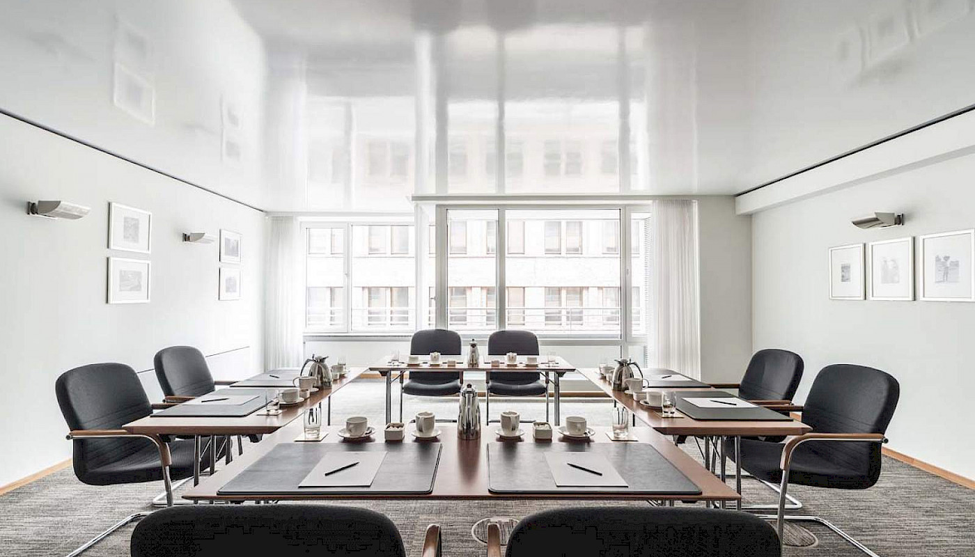 Our Boardroom I is perfectly designed for meetings of all kinds