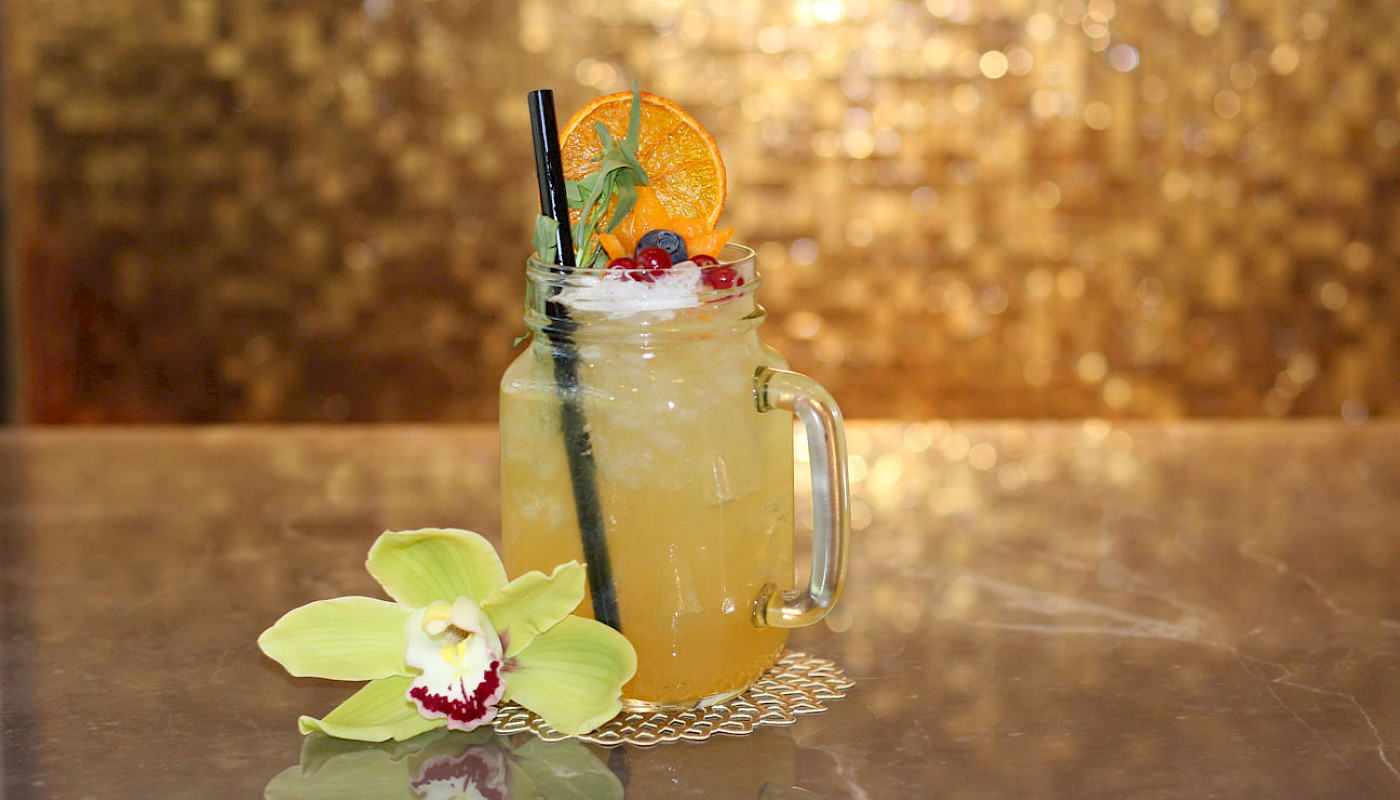 Enjoy refreshing beverages in our QIU Bar & Restaurant